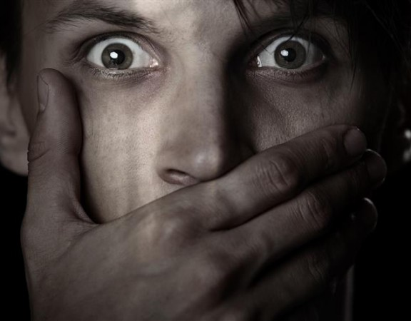 Homem raptado e violado